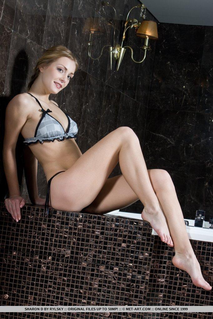 Существует только несколько таких возбужденных  блондинок как Senta L, которые согласились бы позировать